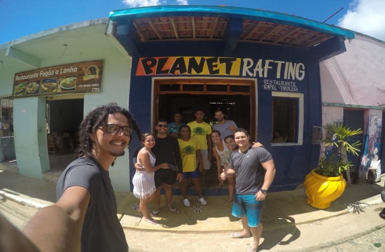 Nossa galera e os instrutores na base da Planeta Rafting, em Taboquinhas, Bahia.