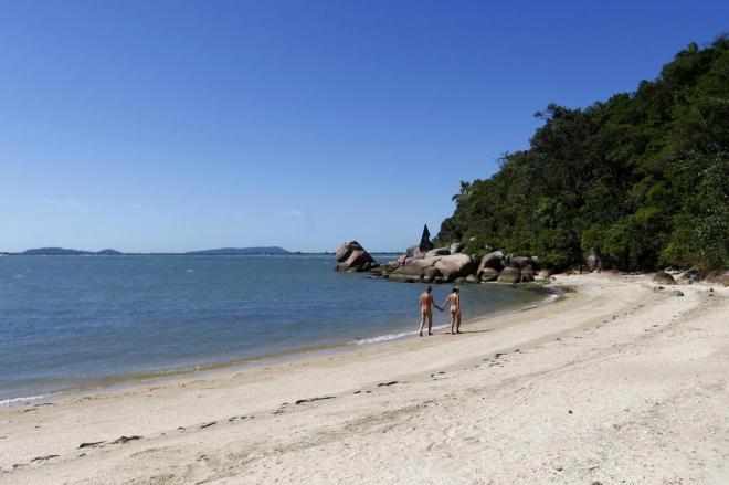 praia de pedras altas sc nudismo