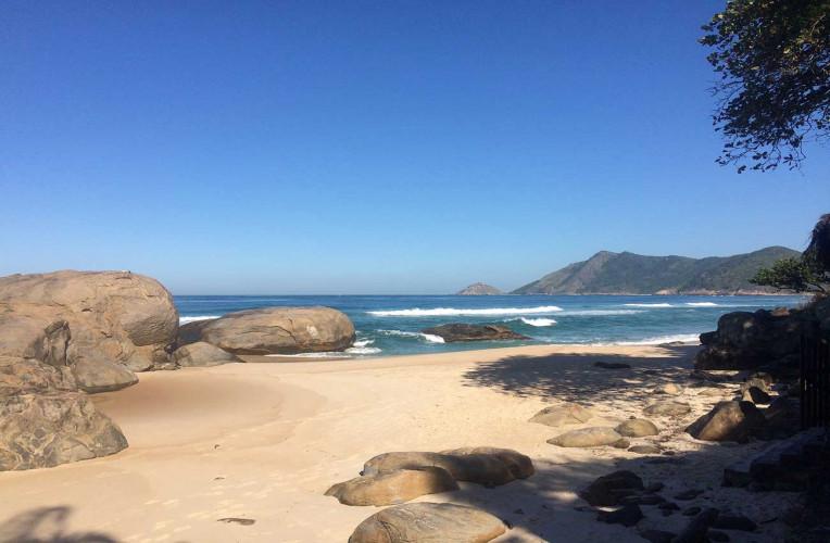 praia do abrico grumari rio de janeiro nudismo