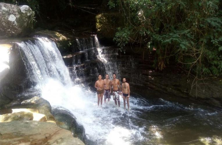 Galera na Cachoeira das Sete Quedas