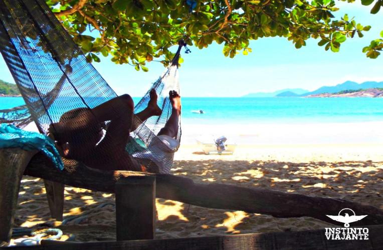 Descansando numa rede de pescador na Praia da Parnaioca, Ilha Grande/RJ