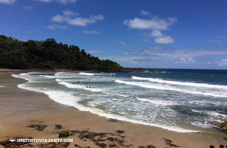 Praia da Engenhoca, em Itacaré - um dos lugares mais buscados por surfistas da região.