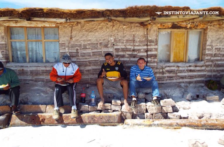 Primeiro almoço no Salar de Uyuni | Dia 1 no Deserto de Sal