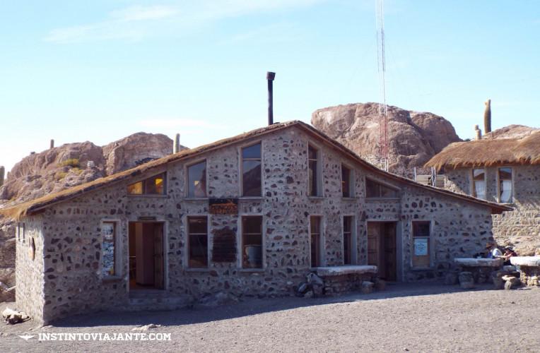 bar isla incahuasi salar de uyuni bolivia
