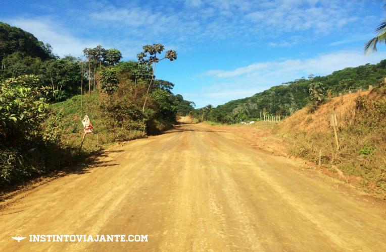 BR 030 - A estrada para chegar a baía de Camamu e Península de Maraú, na Bahia.