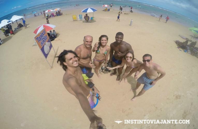 Com os guias e colegas de passeio na praia de Taipu de Fora, Maraú, Bahia.