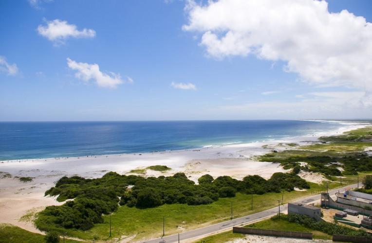 Praia Grande vista do Mirante da Boa Vista em Arraial do Cabo