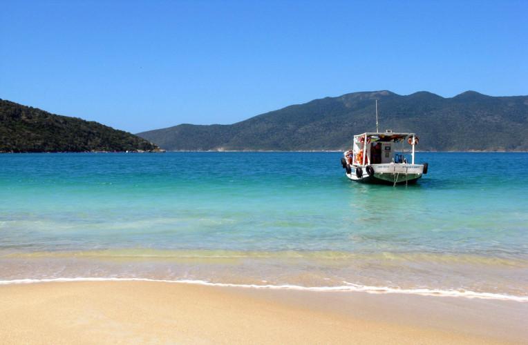 Serviço de passeio de barco em Arraial do Cabo