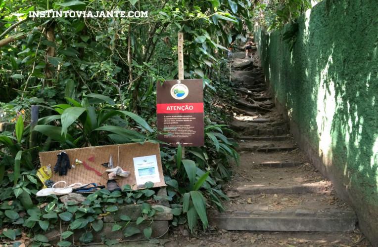 Início trilha Costão de Itacoatiara