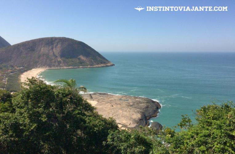 Um dos mirantes do Morro das Andorinhas, com vista para o Costão e praia de Itacoatiara.