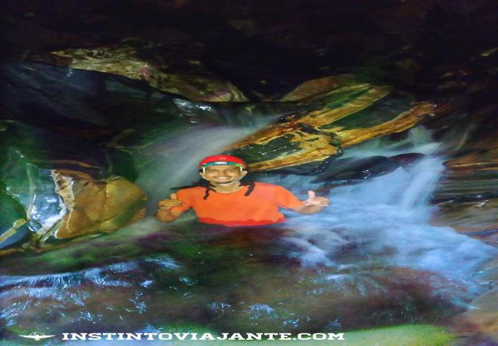 cachoeira dentro da caverna da agua suja petar sp instinto viajante
