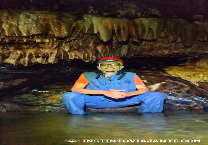 Caminhando dentro das cavernas do Petar