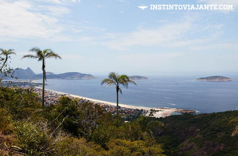 Praia de Piratininga vista do Mirante da Tapera na travessia Tupinambá