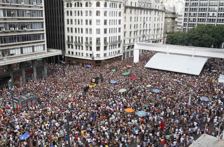 Multidão nos blocos de carnaval de rua de São Paulo-SP