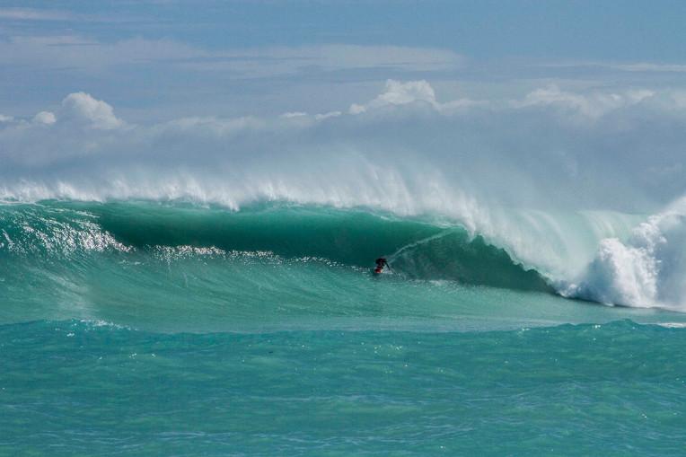 Praias com ondas gigantes no Brasil