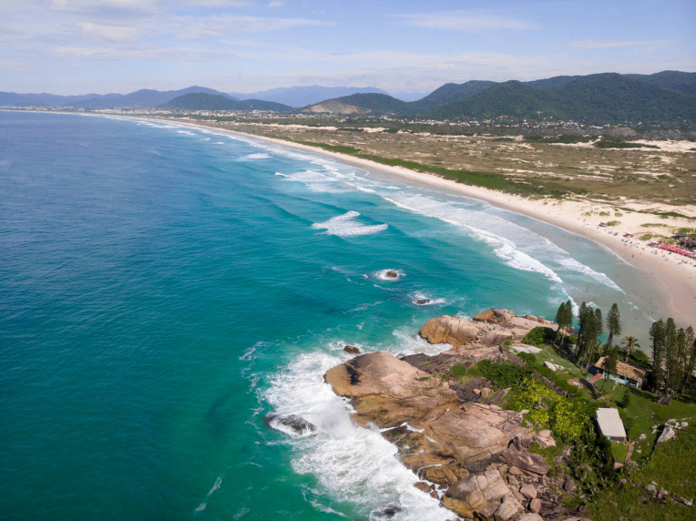 Praia da Joaquina, Florianópolis-SC - Melhores praias para surfar no Brasil