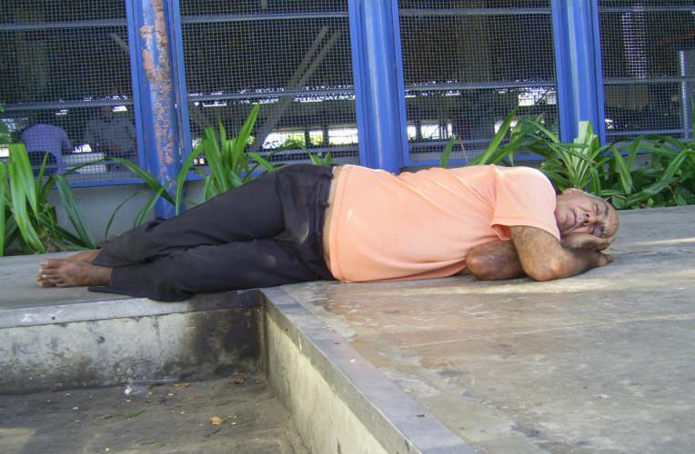 dormir no chao instinto viajante