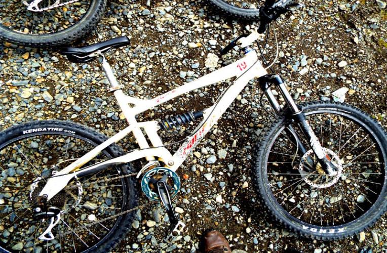 Minha bike para descer a Estrada mais perigosa do mundo