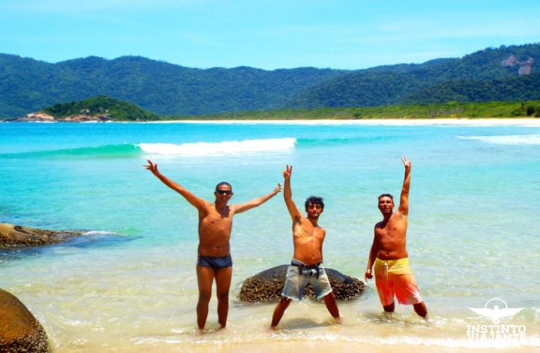 Com os brothers que fiz na volta completa em Ilha Grande, na Praia de Leste