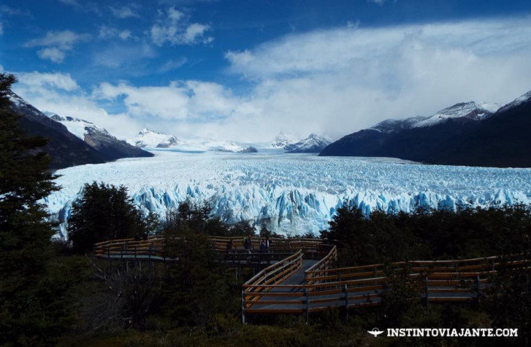 O Glaciar Perito Moreno, ou o gigante branco, é a maior geleira horizontal do mundo