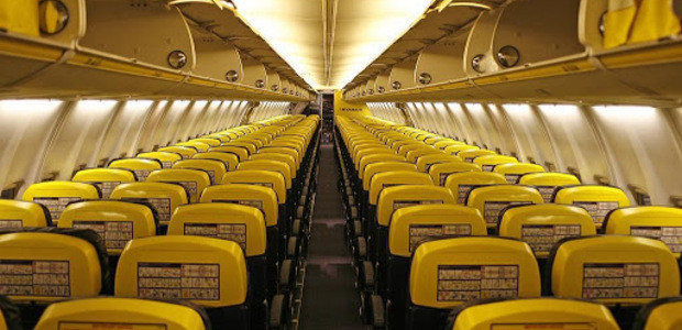 Avião da companhia low cost por dentro
