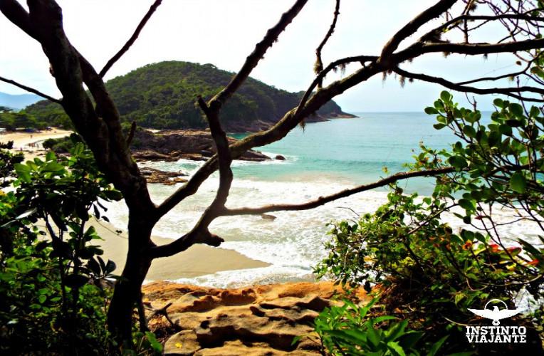 Praia do Meio vista pela trilha que leva a Praia de Cachadaço, Trindade